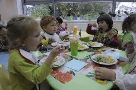 Заведующая детсадом в городе Благовещенске вынуждена стоять у плиты