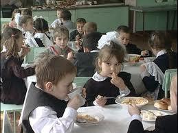 Амурские школы обязали обеспечить учеников бесплатными учебниками и питанием