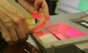 Отпечатки пальцев в загранпаспорте станут обязательными с 2015 года