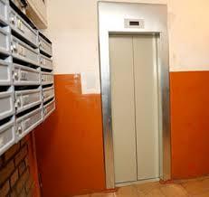 Тынде жильцы 900-квартирного дома остались с одним лифтом