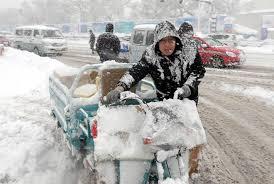 Снегопады в Хэйлунцзян стали причиной остановки движения на скоростных шоссе
