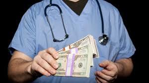 Зарплаты работников социальной и медицинской сфер увеличились