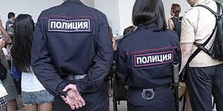 Молодая жительница Амурской области напала на полицейского, чтобы защитить своего друга-хулигана