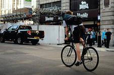 В Европе станут бесплатными общественные велосипеды и электрокары