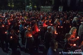 Благовещенцы собрались на площади, чтобы зажечь сотни свечей