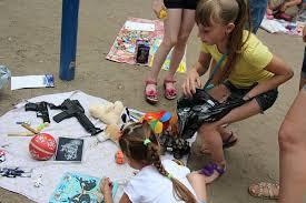 Дворовая ярмарка игрушек
