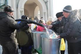 Благовещенцы набрали меньше литров святой воды, чем в прошлом году