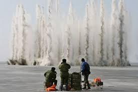 На реке Амур начали взрывать лед