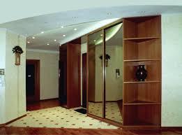 Обустройство прихожей: мебель и освещение
