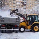 Благовещенские коммунальщики продолжают бороться с последствиями снегопада