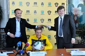 Руководство футбольного клуба «Амур–2010» не желает расставаться с главным тренером