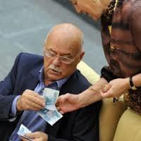 Чиновники обязаны отчитаться за крупные сделки 2012 года