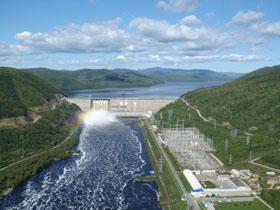 Зейская ГЭС сдерживает большой паводок