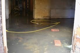 Жители  многоэтажки в Благовещенске страдают о того, что подвал заливают нечистоты
