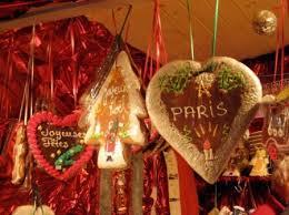 Первый рождественский рынок открылся в Париже