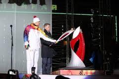 Благовещенские школьники имели возможность  сфотографироваться с чашей олимпийского огня