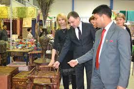 На ярмарке в Хэйхэ представлены товары их Амурской области — мебель, бытовая химия и продукты