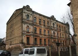 В Белогорске продано старое здание вечерней школы