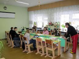 Человек с судимостью работал в школе поселка Соловьевский