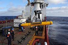 Глава поисковой операции ищет новую информацию на дне океана