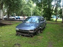 Благовещенцы обеспокоены брошеным автомобилем на газоне