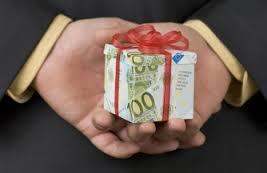 Госслужащие будут обязаны сдавать  в Гохран подаренные изделия из драгоценных металлов и камней