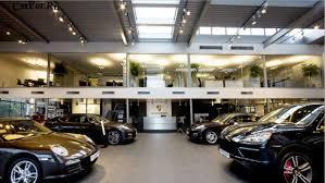 Приобрести автомобиль в салоне могут позволить себе немногие
