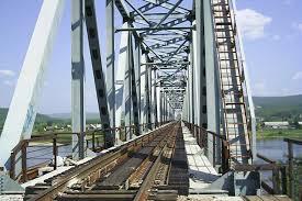 Строится железнодорожный мост через Зею